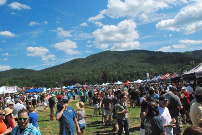 VCBF2015 - Crowd, Mountains